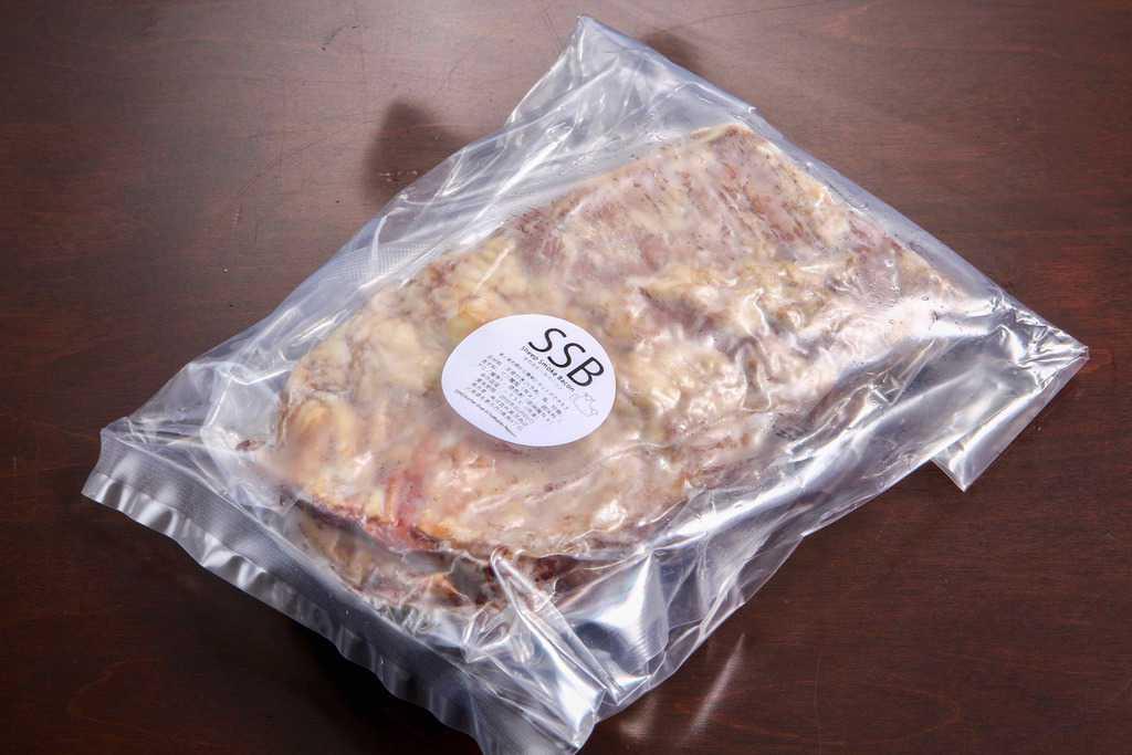 東洋肉店の通販・お取り寄せ羊の骨付きスモークベーコン