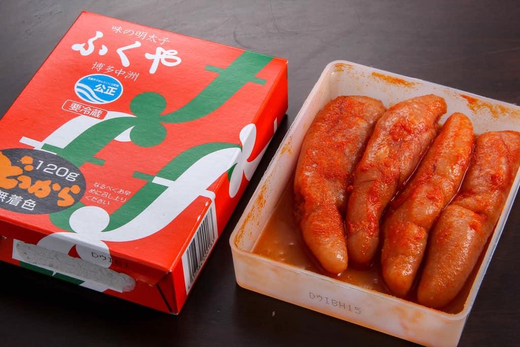 福岡県ふくやの味の明太子どっからの箱とプラスチック容器に入った明太子、ふくやのお取り寄せ味の明太子どっから
