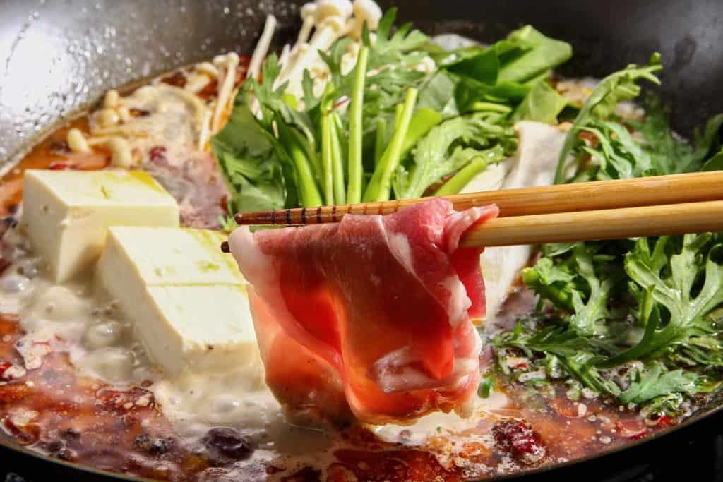 ラム肉と野菜の火鍋、東洋肉店の火鍋セット
