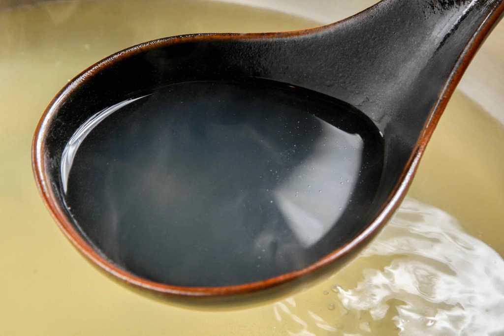 黒農場のほろほろ鳥鍋セットのガラスープ