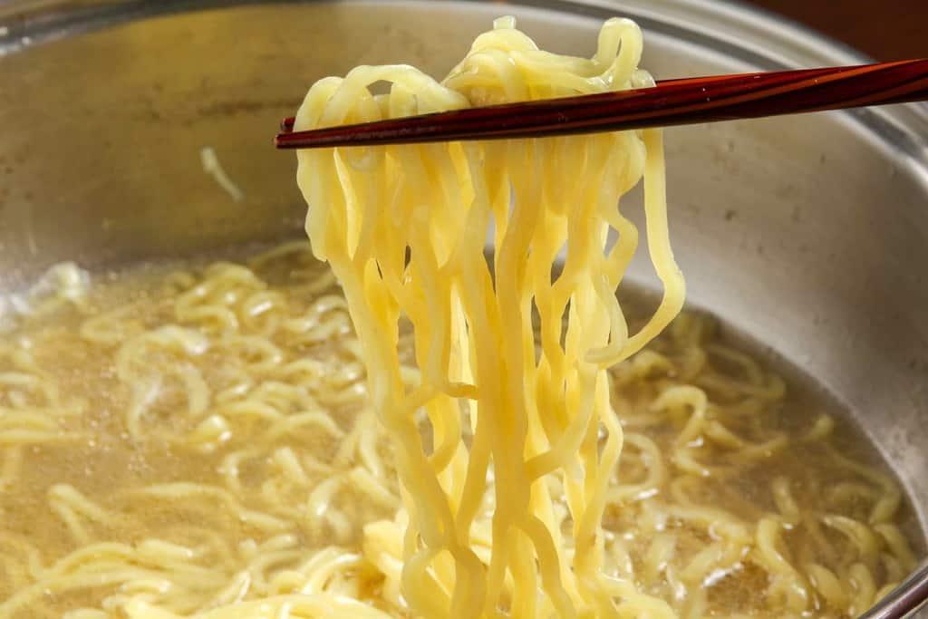 石黒農場のホロホロ鳥鍋のスープでラーメンを作る