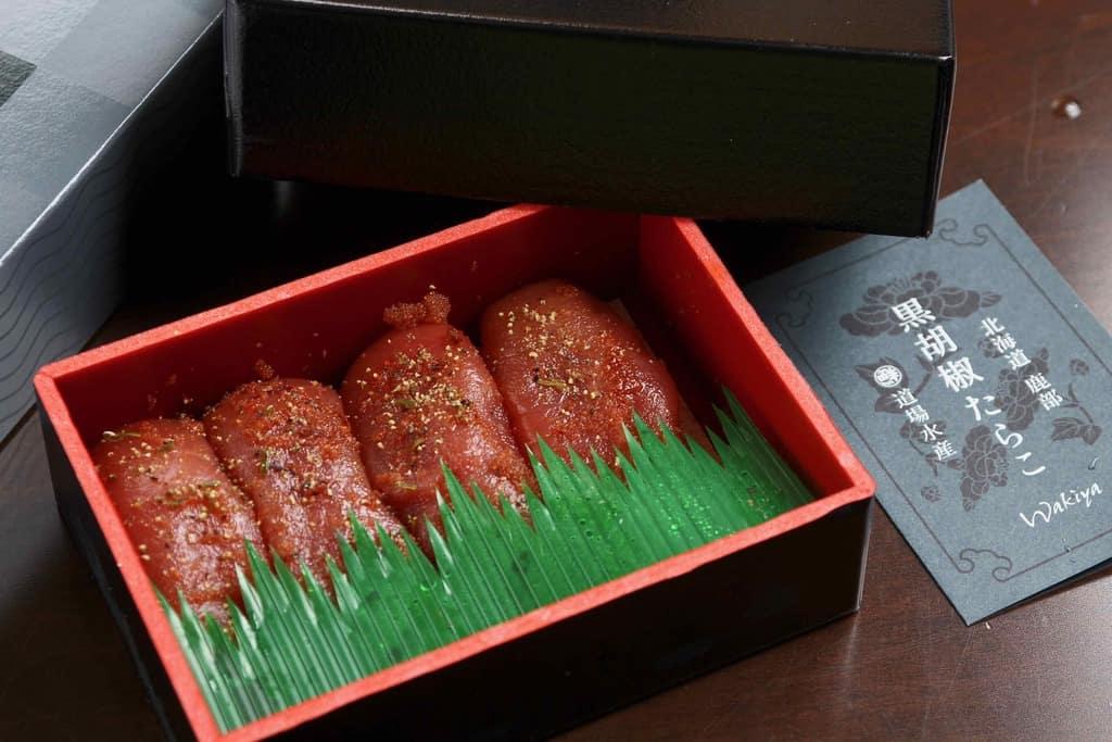丸鮮道場水産からお取り寄せした黒胡椒たらこ200gとそのパッケージ