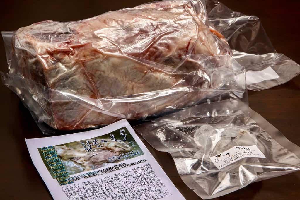 東洋肉店のお取り寄せチャンスンマハのセット、ラムの塊肉・岩塩・リーフレット