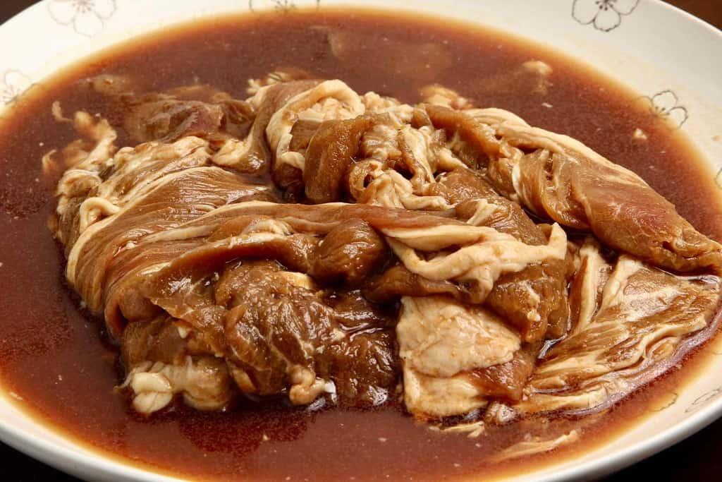 東洋肉店の味付マトンジンギスカンの袋の中身、生の味付けマトンジンギスカン