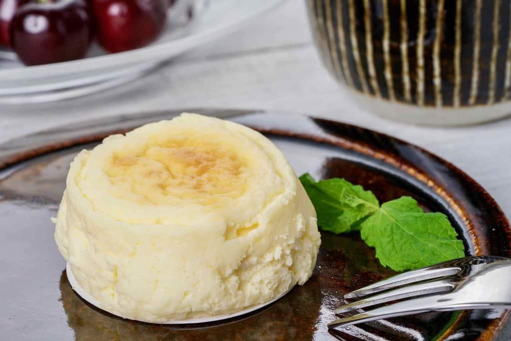 スナッフルスのチーズオムレット・フォーク・アメリカンチェリー・マグカップ