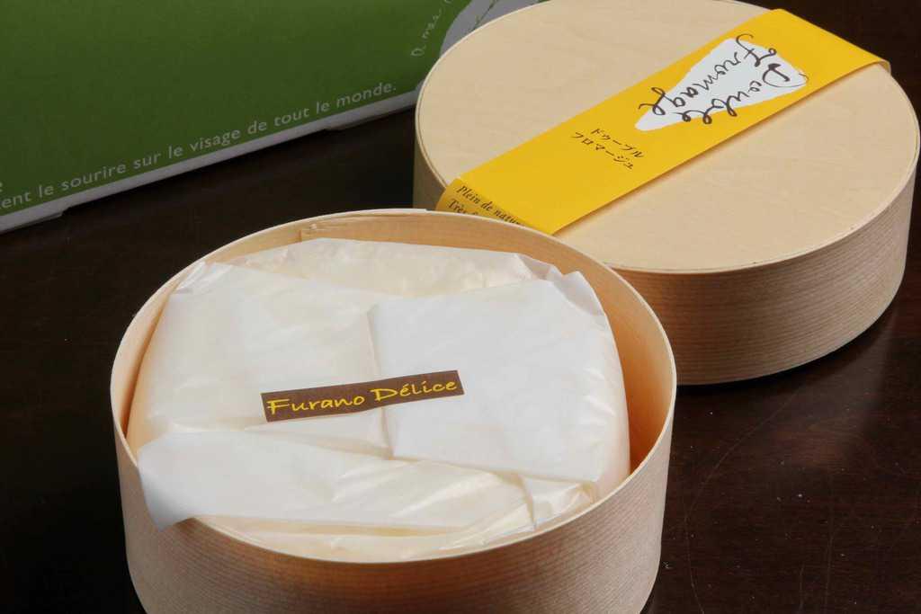 お取り寄せスイーツ・フラノデリスのドゥーブルフロマージュのパッケージ、北海道のお取り寄せチーズケーキ