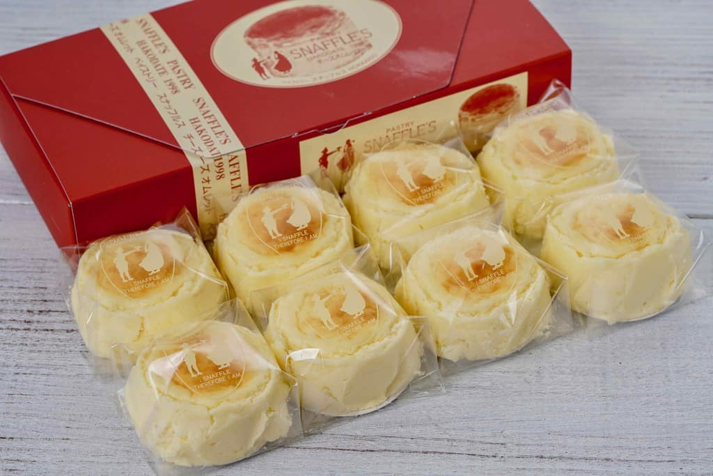 お取り寄せスイーツ・スナッフルスのチーズオムレット8個と化粧箱、北海道のお取り寄せチーズケーキ