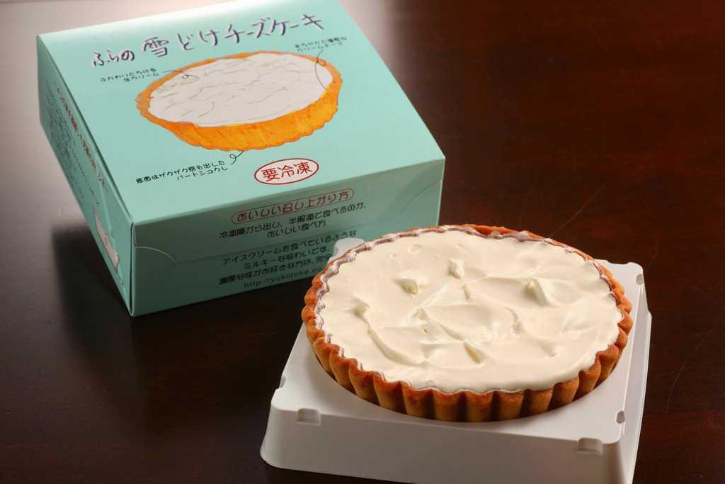 お取り寄せスイーツ・ふらの雪どけチーズケーキの箱と中身、北海道のお取り寄せチーズケーキ