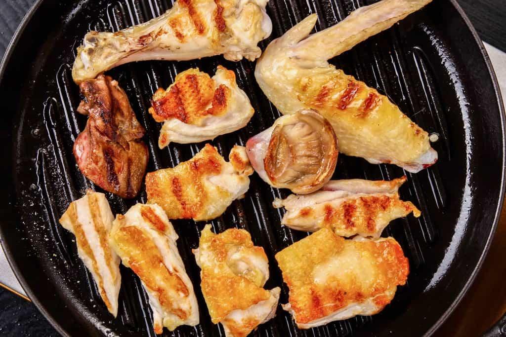 ストウブのグリルパンでさつま地鶏を焼く、薩摩地鶏のグリル