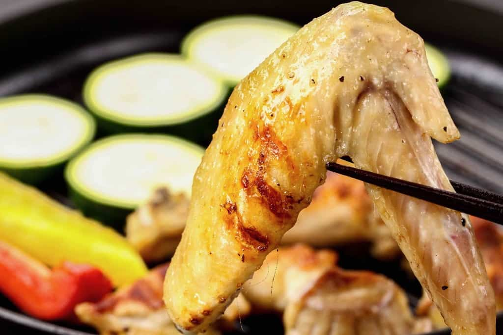 さつま地鶏のグリルした手羽先、地鶏の手羽先焼き