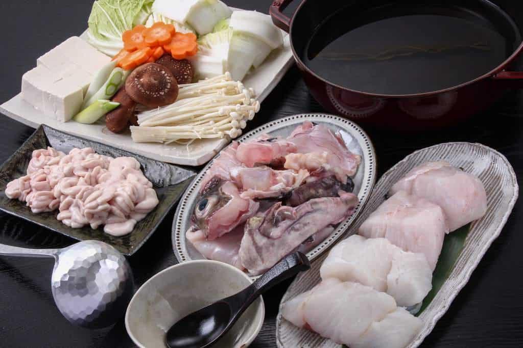 鱈ちり鍋の準備、真鱈の切り身と白子と野菜と鍋