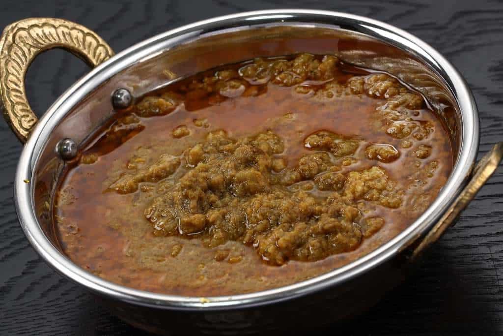 インド食器「カダイ」に入ったカーマ工房のキーマカレー