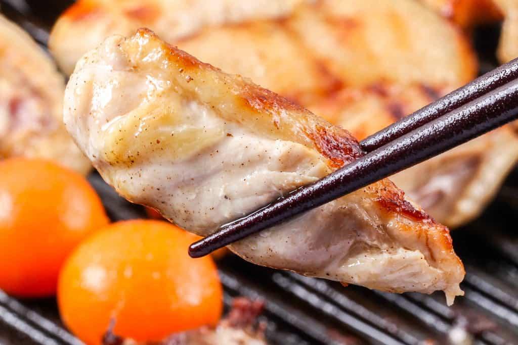 グリルパンで焼いた比内地鶏のムネ肉