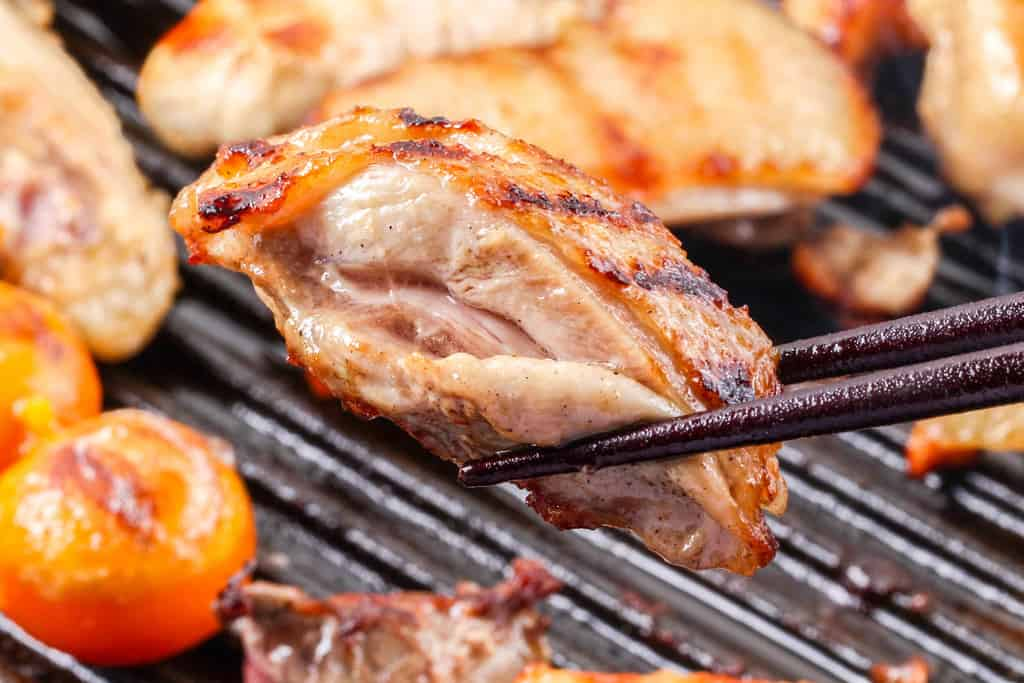 グリルパンで焼いた日本三大地鶏の比内地鶏のモモ肉