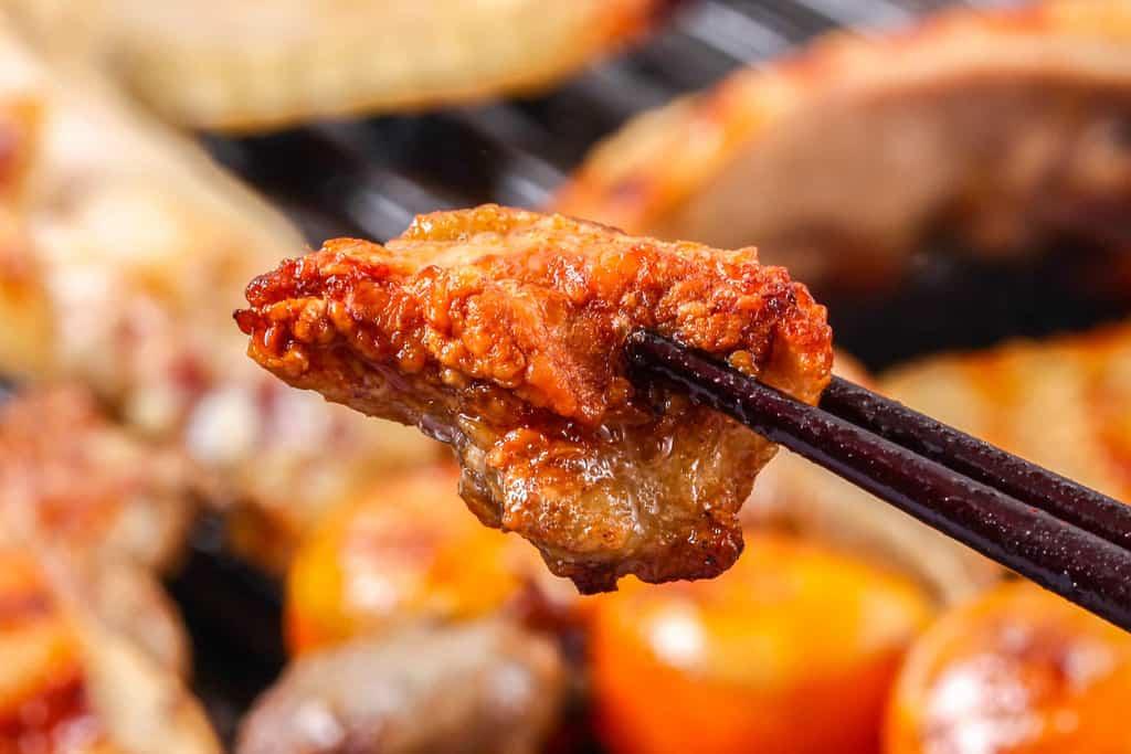 グリルパンで焼いた比内地鶏の皮、地鶏の鶏皮 焼き