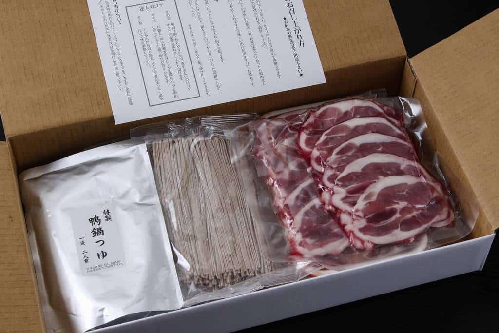 お取り寄せしたおそば屋さんの鴨鍋セットの箱の中身、通販鍋料理、かも鍋