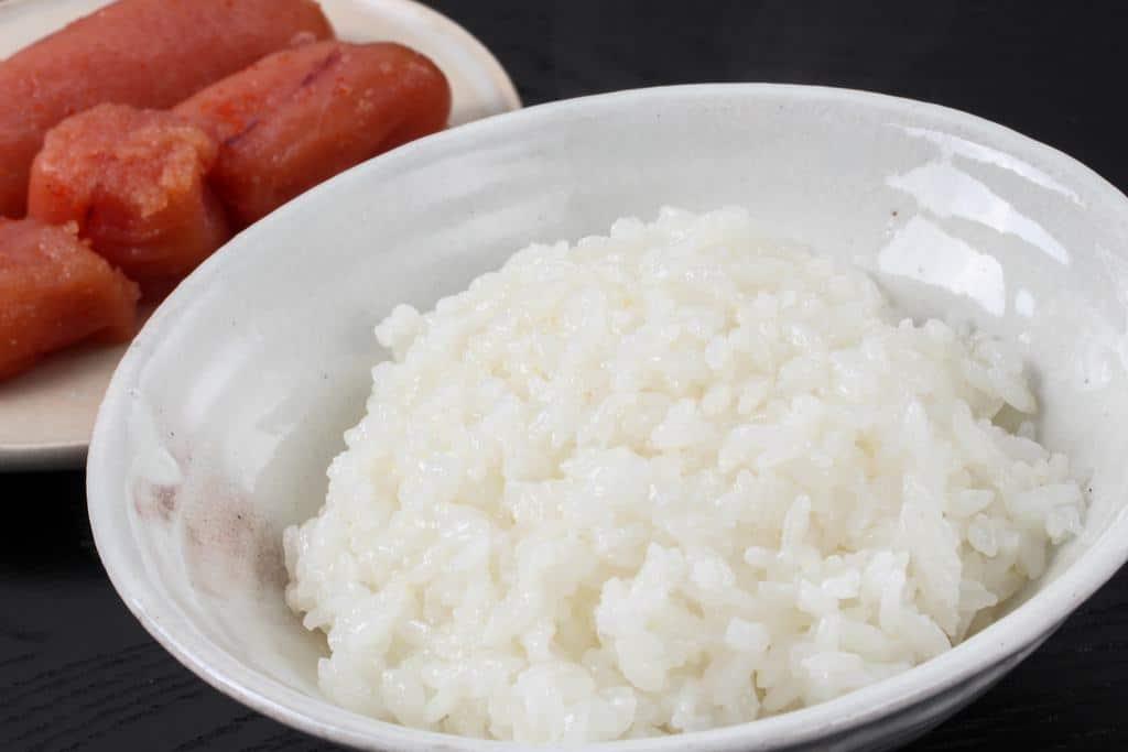 炊きたてのご飯と島本の辛子明太子