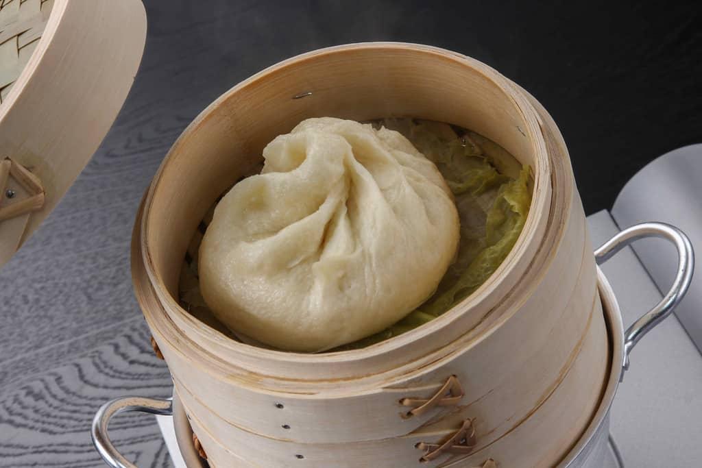 中華せいろの中で蒸しあがった益生號の豚まん