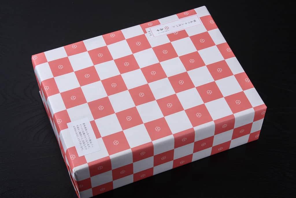 博多辛子明太子の島本から取り寄せた明太フランスパンが入った包装された箱