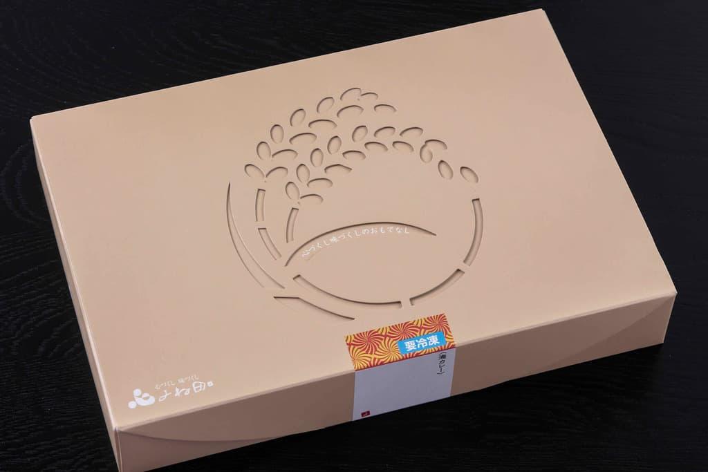富山県よね田のブリカレー・カキカレーセットの外箱