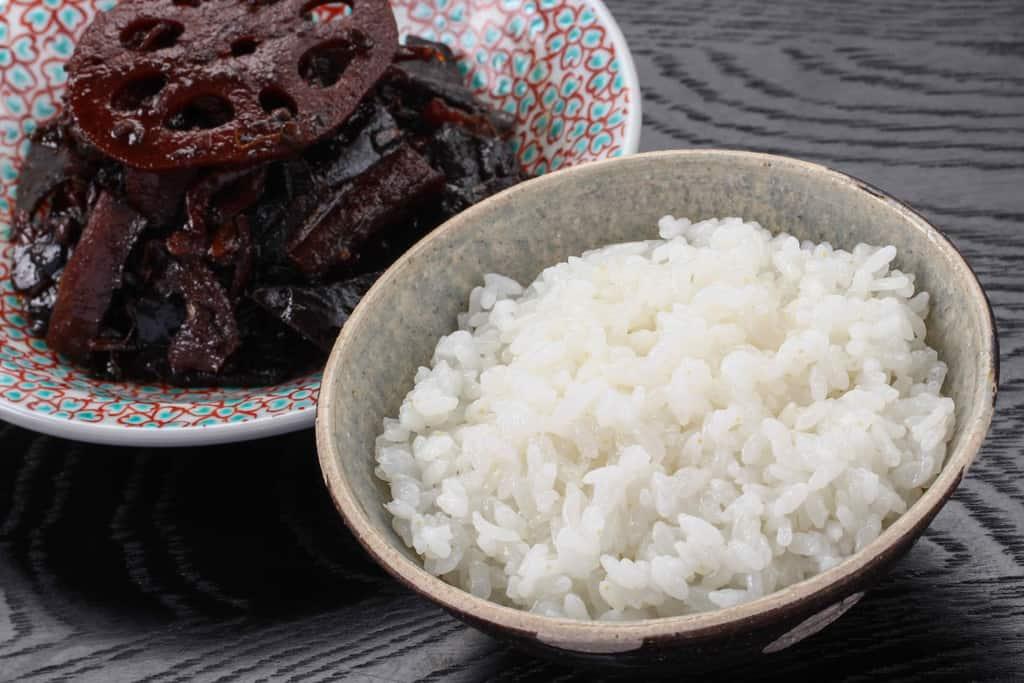 白いご飯と野菜昆布