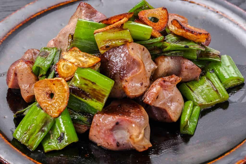みやざき地頭鶏の砂肝(砂ずり)の青ネギ炒め