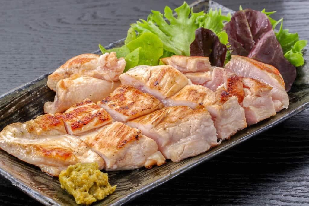 みやざき地頭鶏ムネ肉のレア焼きソテーと柚子胡椒