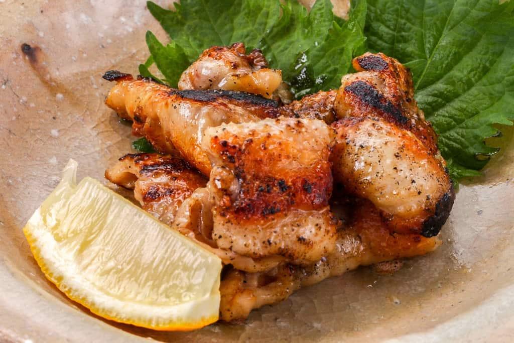 みやざき地頭鶏の鶏皮焼き、地鶏の鶏皮炒め