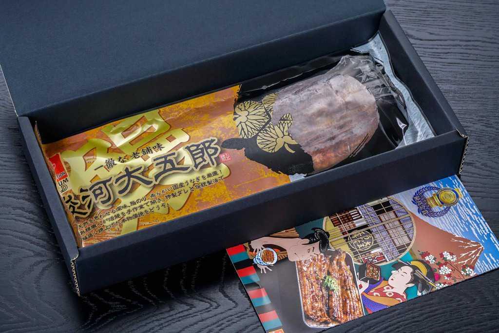 大五うなぎ工房のお取り寄せうなぎ蒲焼「駿河大五郎1尾」の贈答用化粧箱の中身