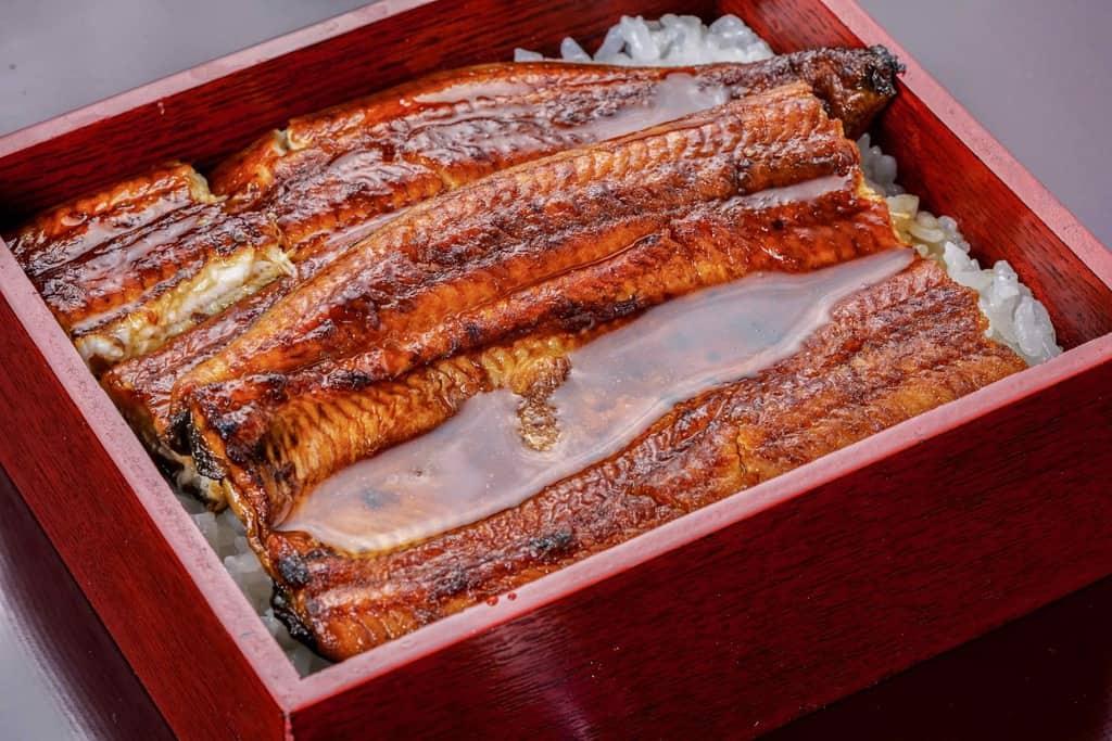 タレがたっぷりとかかったうな重、うな丼、大五うなぎ工房の「駿河大五郎1尾」で作るウナ重