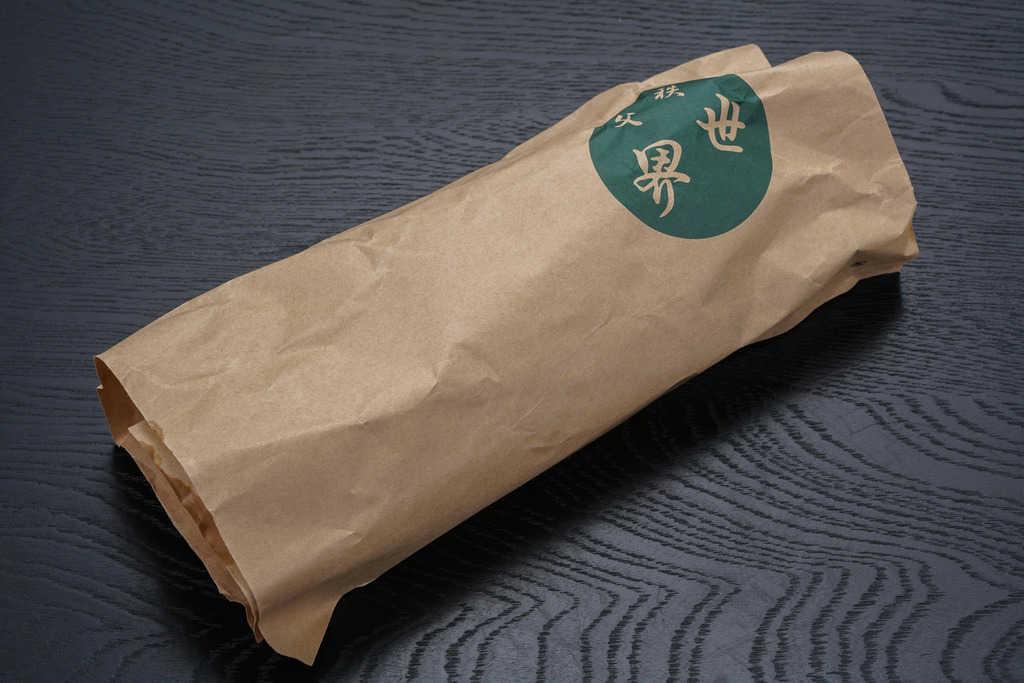 秩父豚肉味噌漬本舗せかいから届いた「やっと出会えたチャーシュー」の紙包み