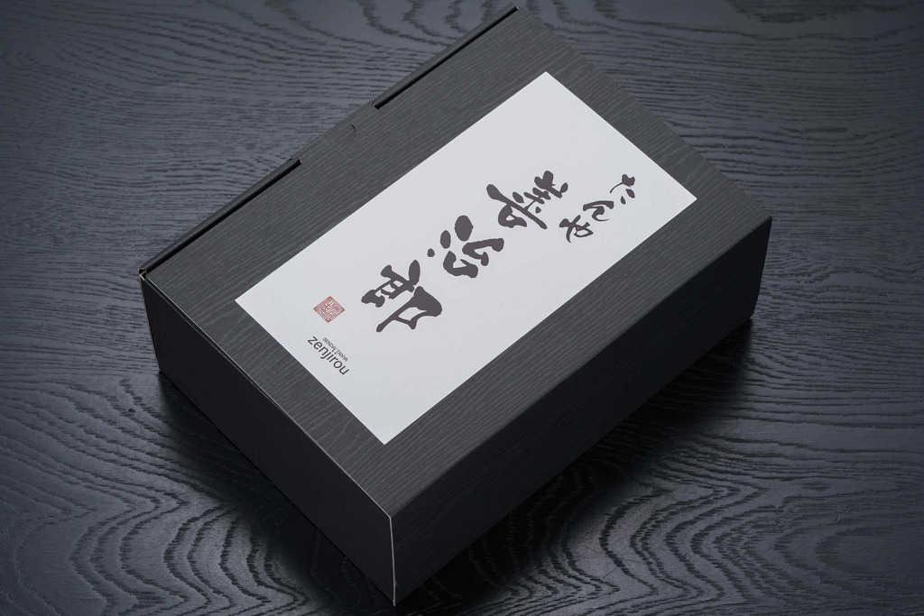 仙台牛たん たんや善治郎の特選御贈答牛タンギフトが入った箱