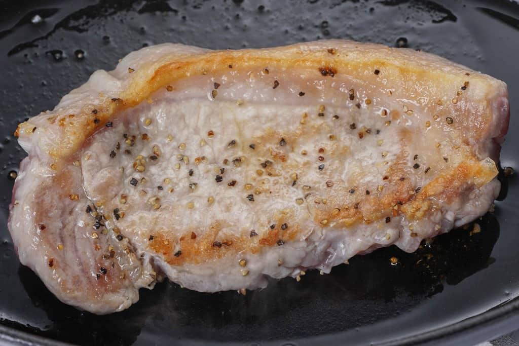 こんがりと焼けた天草梅肉ポークのロース肉100g