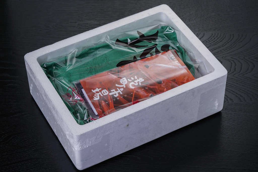 遠藤水産から届いた発泡スチロールに入った「朝とれ甘えび特大1kg」