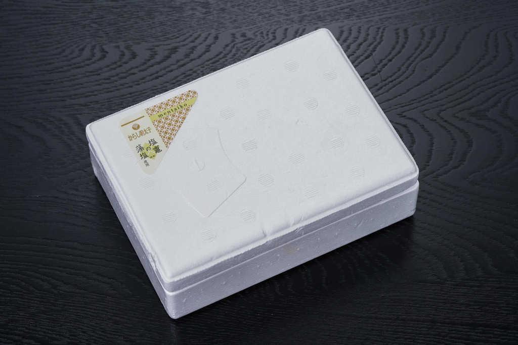 マルミヤフーズの藻塩辛子明太子が入った発泡スチロール箱