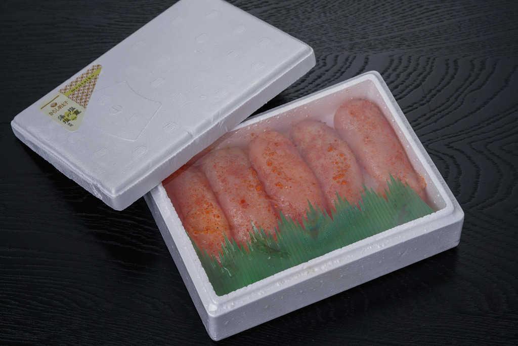 発泡スチロールの箱に入ったマルミヤフーズの藻塩辛子明太子