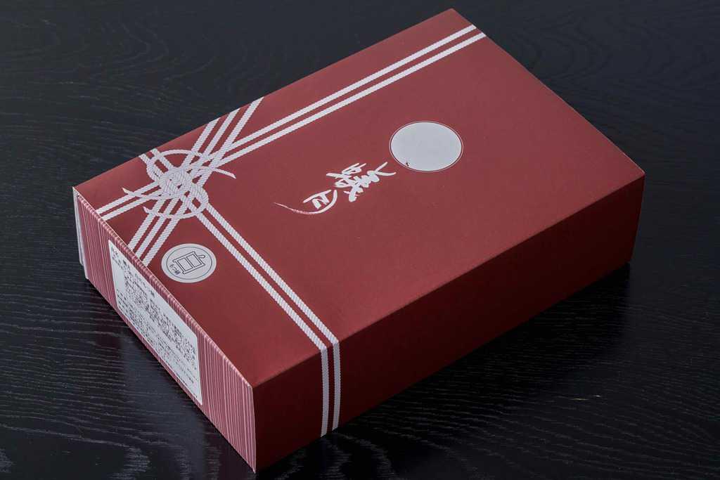 博多もつ鍋蟻月からお取り寄せした「白のもつ鍋特製白みそ味2〜3人前」のパッケージ・化粧箱