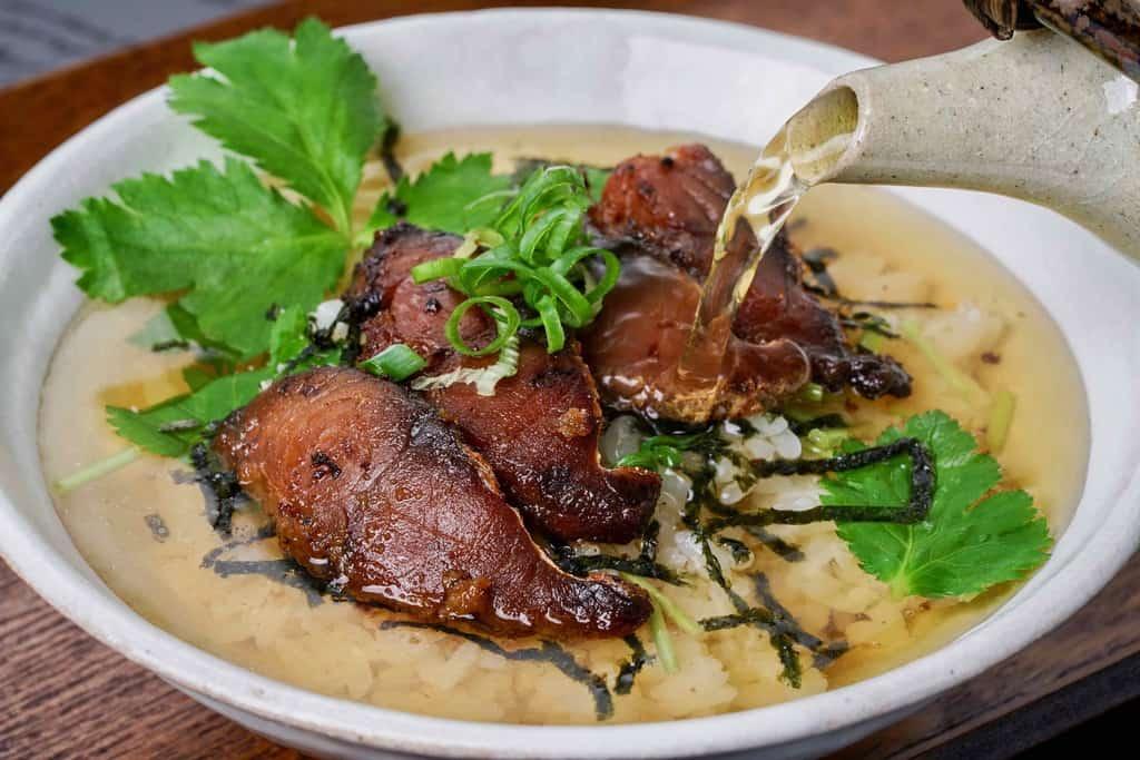 竹扇の鯖のへしこのお茶漬け、炭火で焼いた鯖のへしこをお茶漬けに