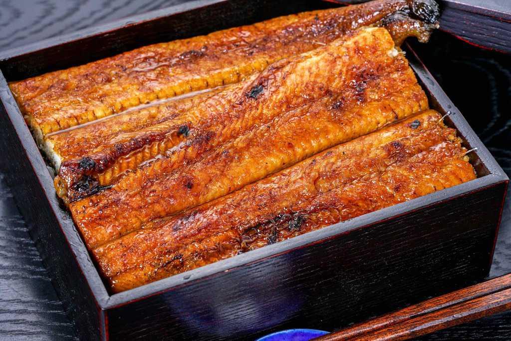 うな重、うなぎ屋かわすい(川口水産)の超特大サイズうなぎ蒲焼で作るうな丼