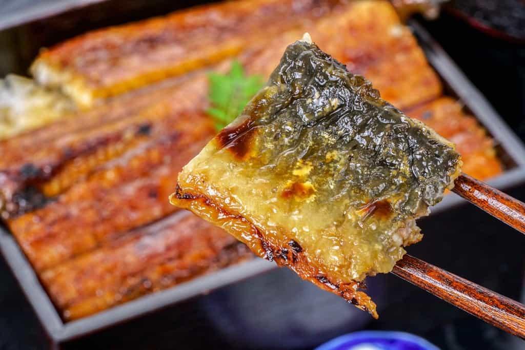 うなぎ屋かわすい(川口水産)の超特大サイズうなぎ蒲焼の皮の焼き目、ウナギ蒲焼の皮