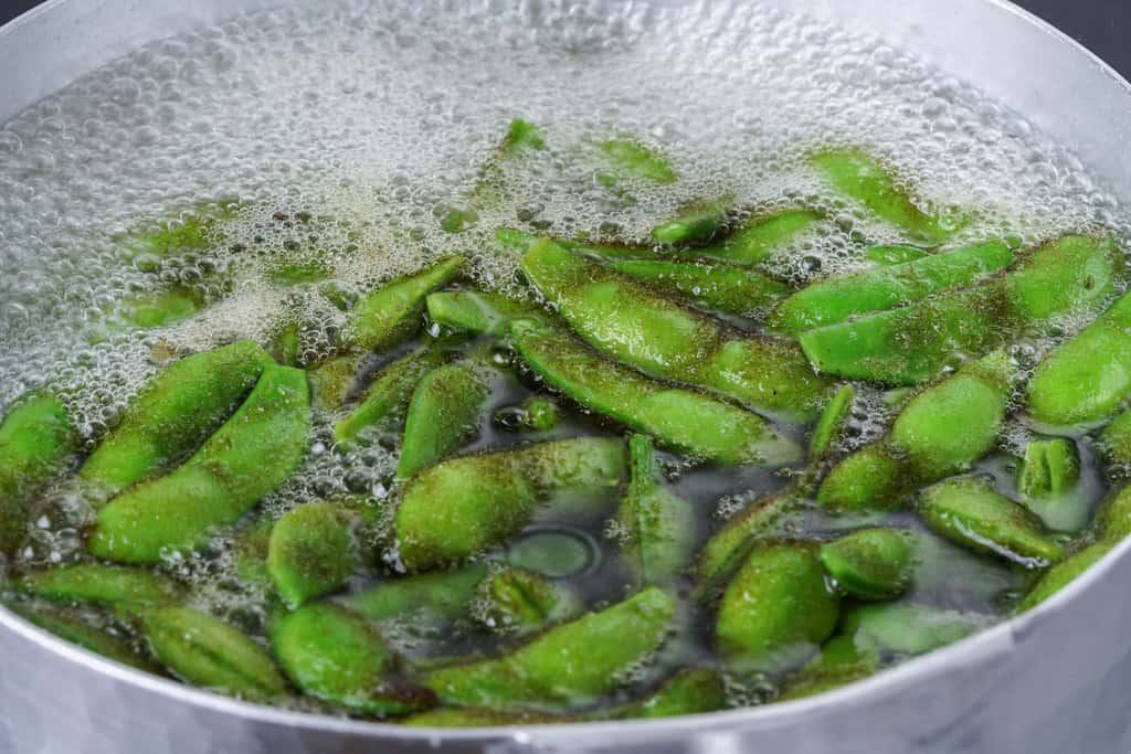 雪平鍋で茹でる枝豆、浦田農園の毛豆枝豆を茹でる