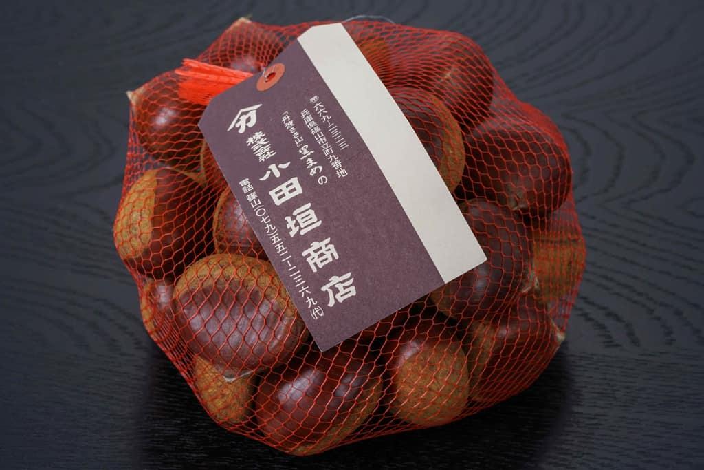 兵庫県の小田垣商店から届いた丹波栗3Lサイズ1kg、ネットに入った丹波栗、通販・お取り寄せ丹波栗