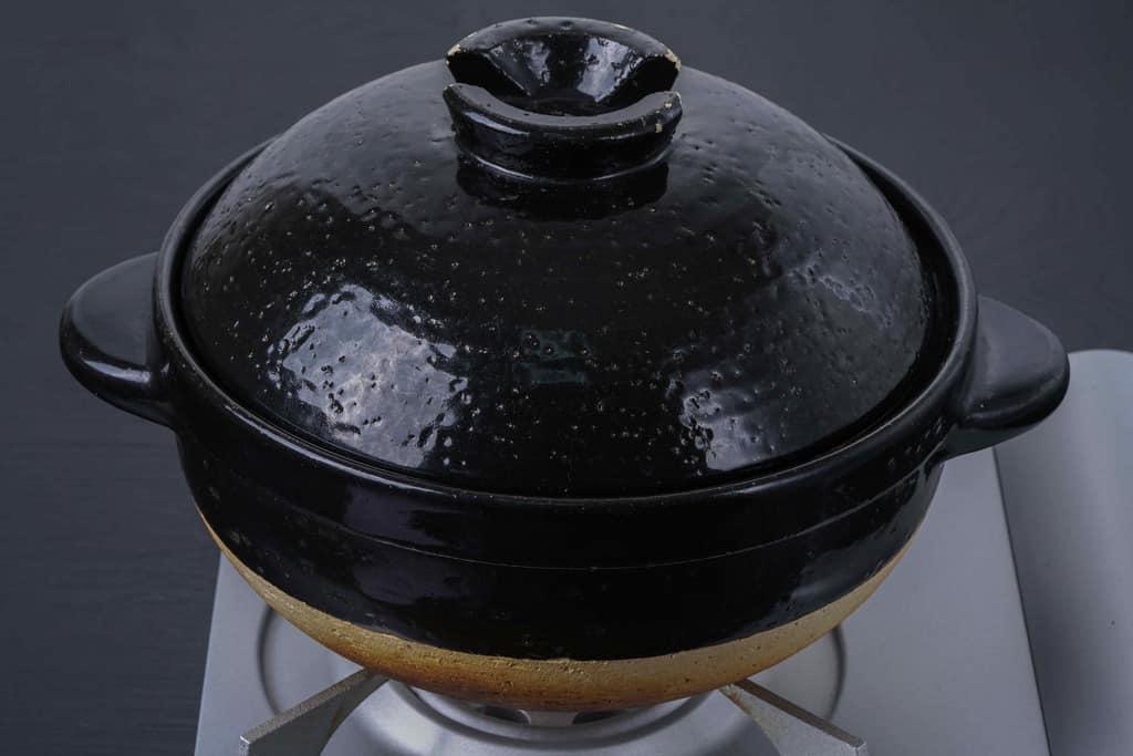 コンロの上の土鍋