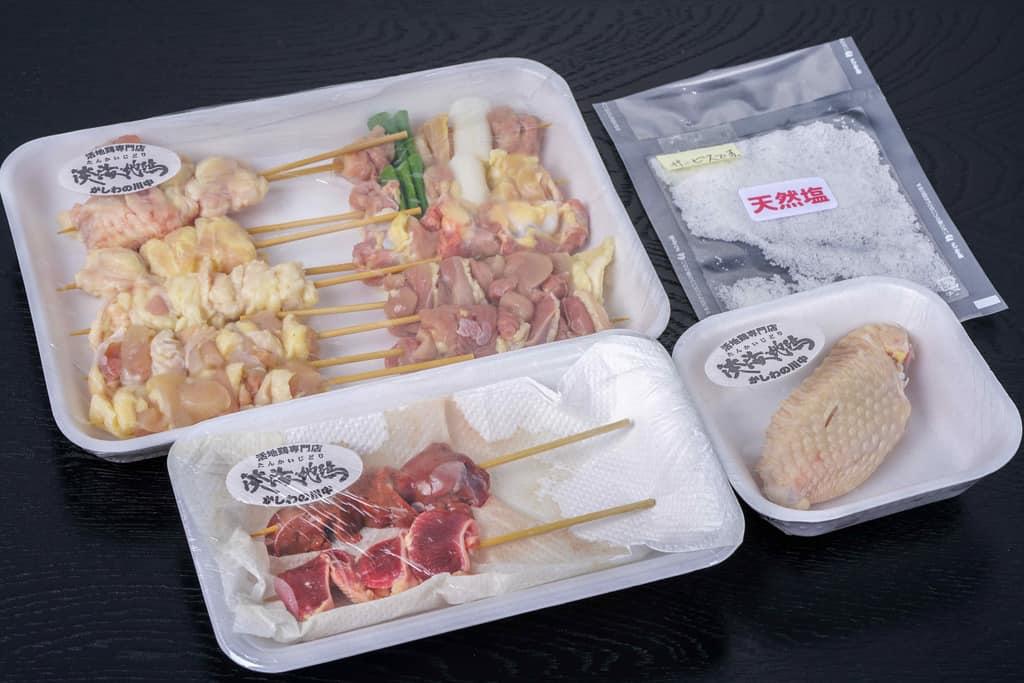かしわの川中から届いた淡海地鶏の焼鳥生串のパッケージ、淡海地鶏の生串13本と天然塩、お取り寄せ焼き鳥、通販焼鳥