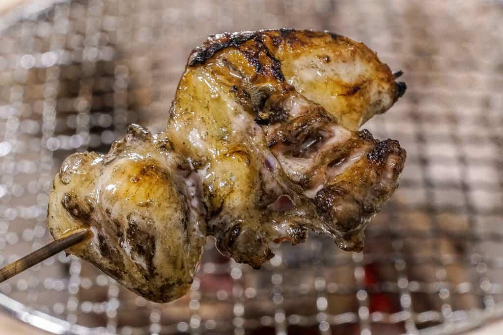 炭火で焼いた淡海地鶏の骨無ぼんじり串