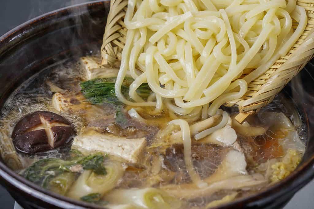鴨重の鴨鍋うどんセット、土鍋で煮込みうどん