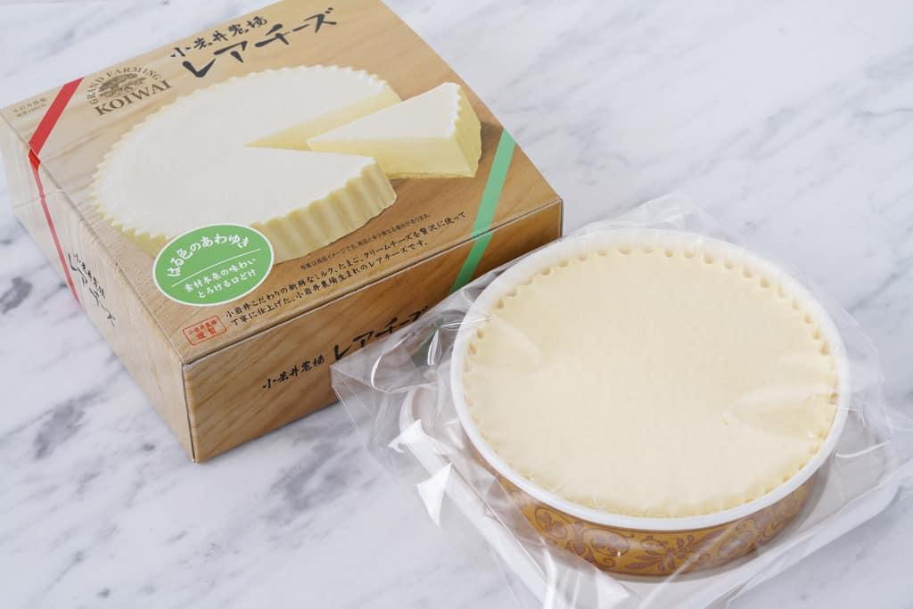 小岩井農場の「レアチーズケーキ はる色のあわゆき」の化粧箱と袋に入ったレアチーズケーキ、お取り寄せチーズケーキ、通販チーズケーキ