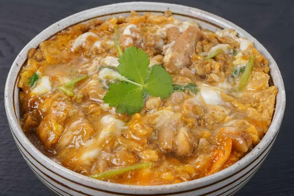 田子たまご村の緑の一番星・平飼い有精卵・にんにく卵を使った親子丼