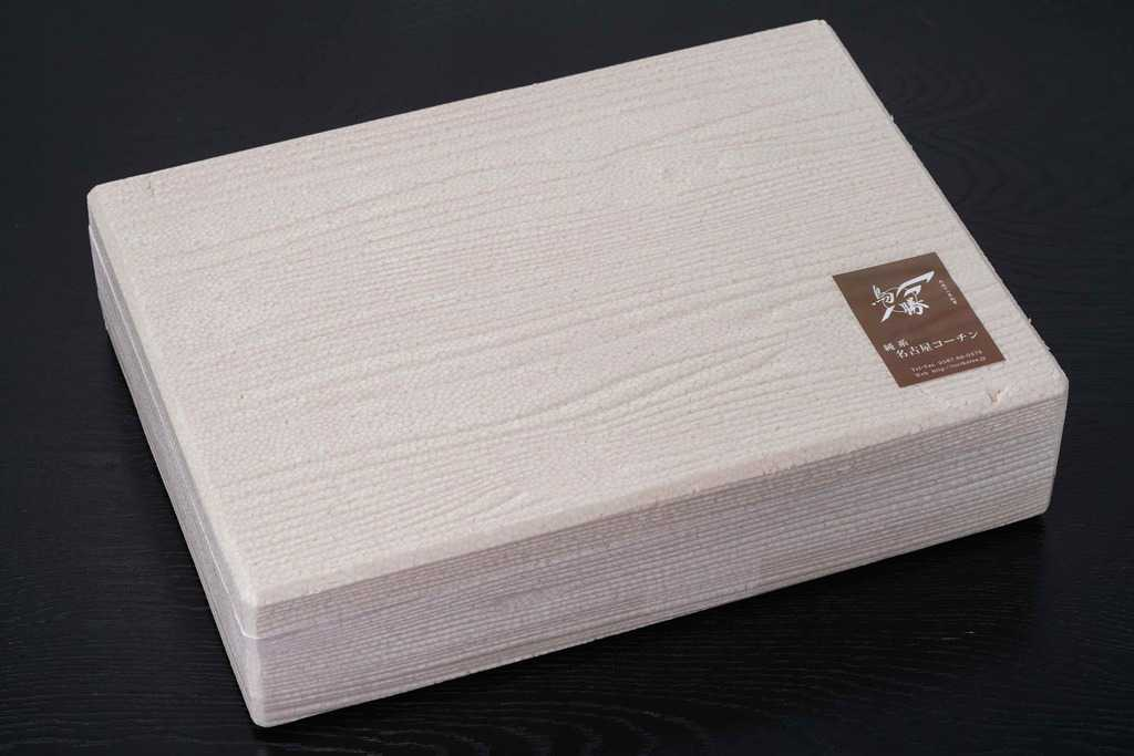 鳥勝から届いた名古屋コーチン生肉(1羽分)が入った発泡スチロール箱