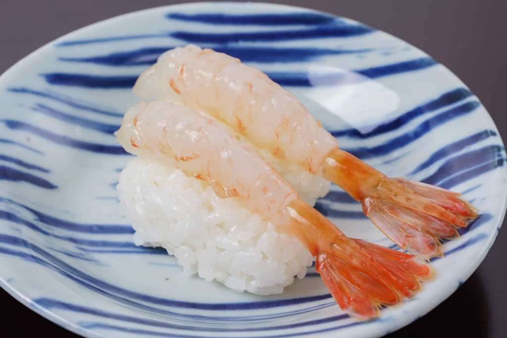 ボタンエビの握り寿司2貫、遠藤水産の朝獲れボタンエビのにぎり寿司